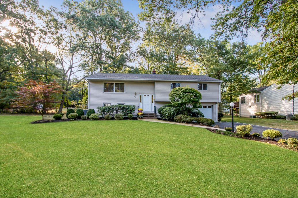 4 Bedroom Bi Level Home In The Collins Section Of Livingston