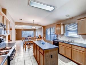 1337 Lochaline Loop-MLS_Size-008-9-Kitchen-1024x768-72dpi