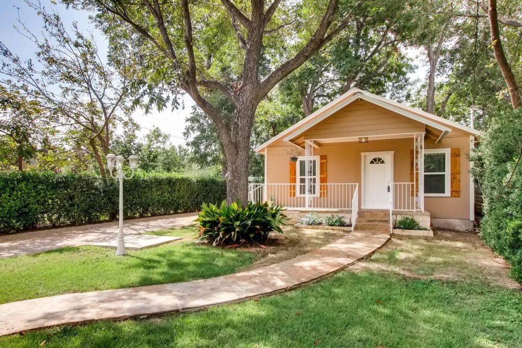 1120 12 Tillery St Austin TX