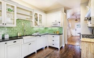 bright backsplash brightens the home
