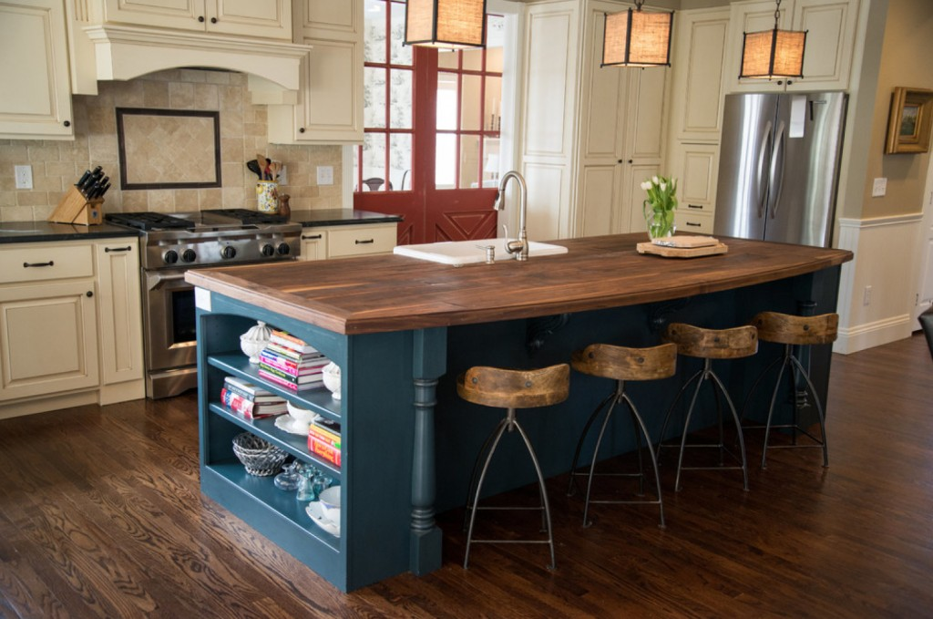 Red white blue 40 pictures that prove this color for Traditional home kitchens 2015
