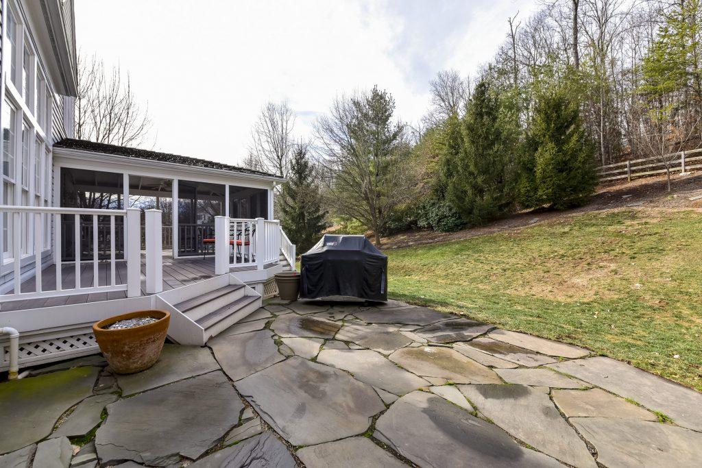 Woodlea Manor patio