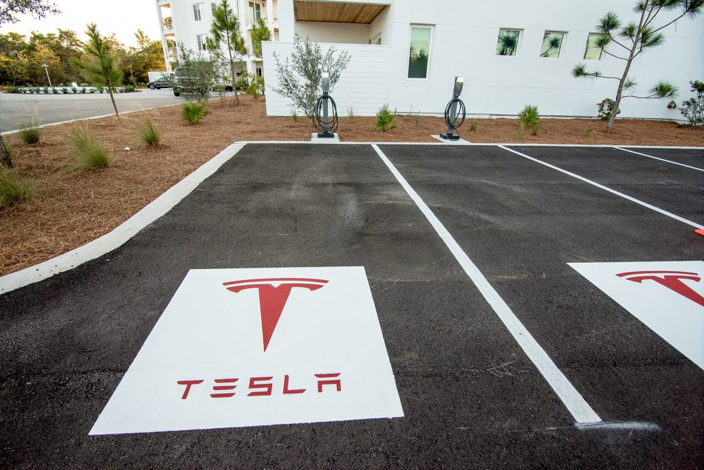 small_tesla-at-the-pointe-_14