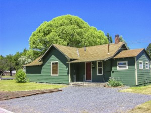 Well Maintained Cottage in Downtown Redmond!