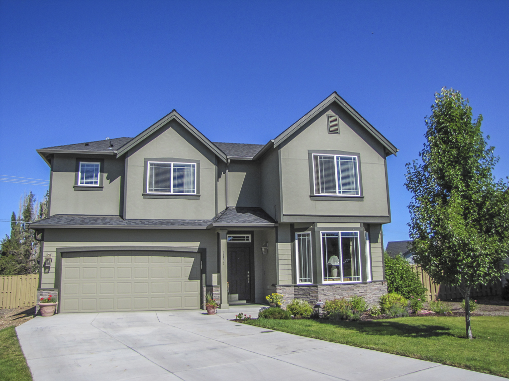 Beautifully Cared for 3 Bedroom, 2.5 Bathroom