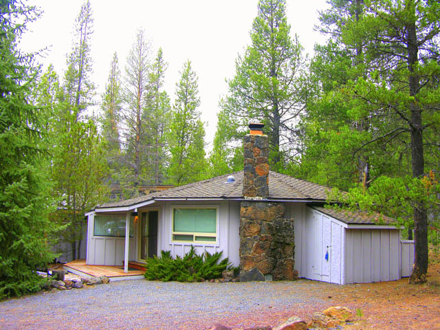 Excellent Sunriver Location Across From the Sunriver Village Mall!