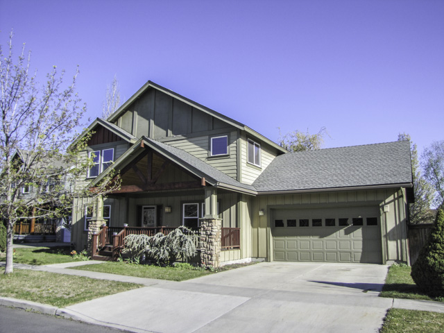 Attractive NE Bend Home with open floor plan and large backyard.