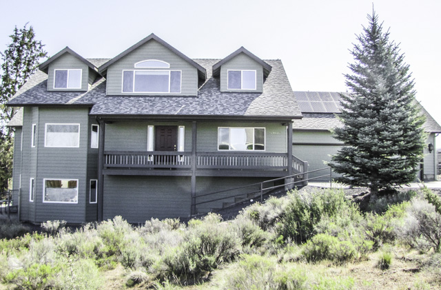 Spotless 4 Bed and 3.5 Bath in NE Bend with large basement and yard!
