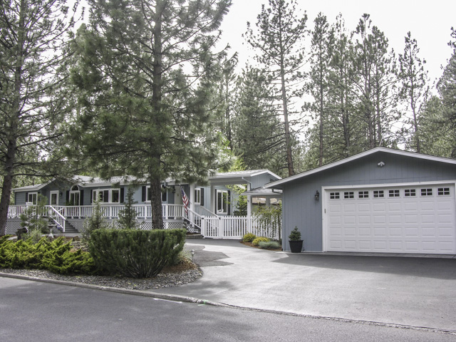 PENDING   Beautifully Maintained Ranch Style Bend Home on Half-Acre!