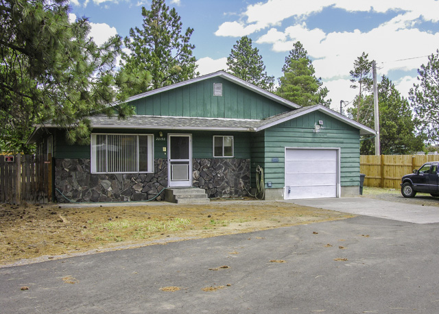 1800+ square foot Custom SE Bend Home on 0.25 Acre Lot!