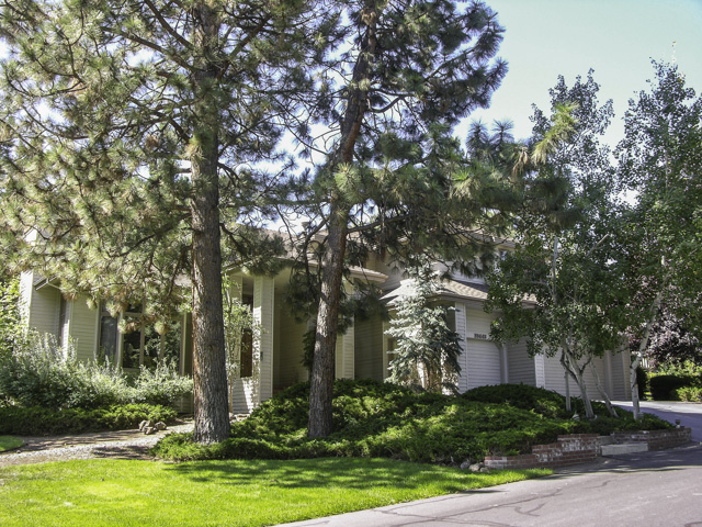 Wonderful S.E. Bend-Mountain High Home on Large Lot!