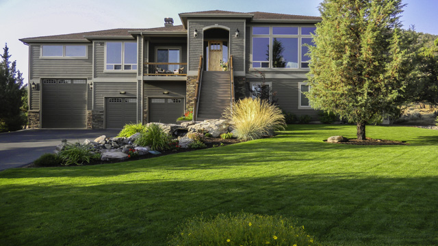 Top-notch quality and the perks of living in gorgeous Eagle Crest!