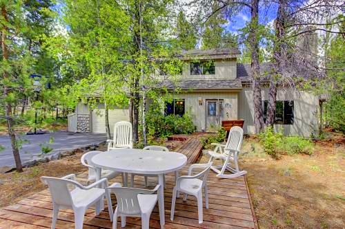 Beautiful Fort Rock Park Sunriver Vacation/Rental 4 Bedroom Home!
