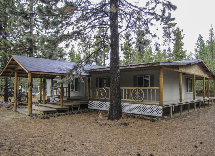 3 bedroom/2 bathroom home with great space in and out!