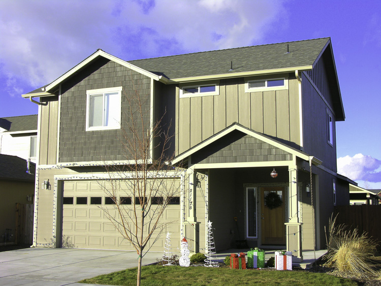 Wonderful S.E. Bend Home in Like New Condition!