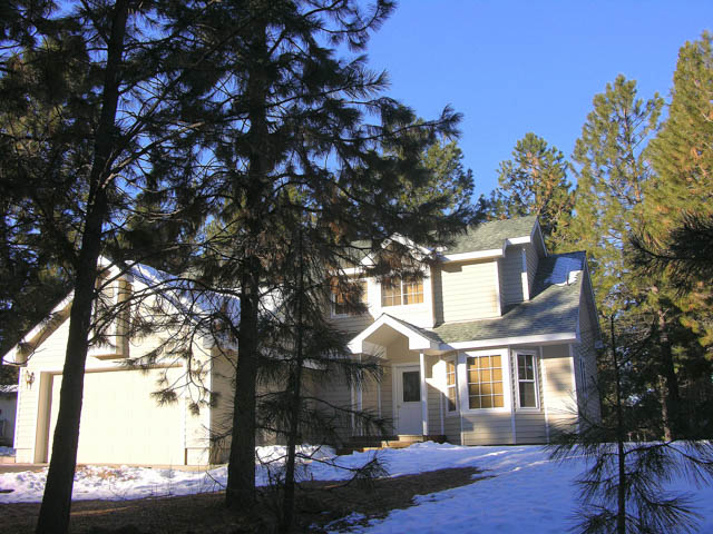 SW Bend Like-New Custom Home on 0.51 Acres!