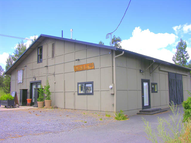 Great 3000+sf Commercial Building in SE Bend!