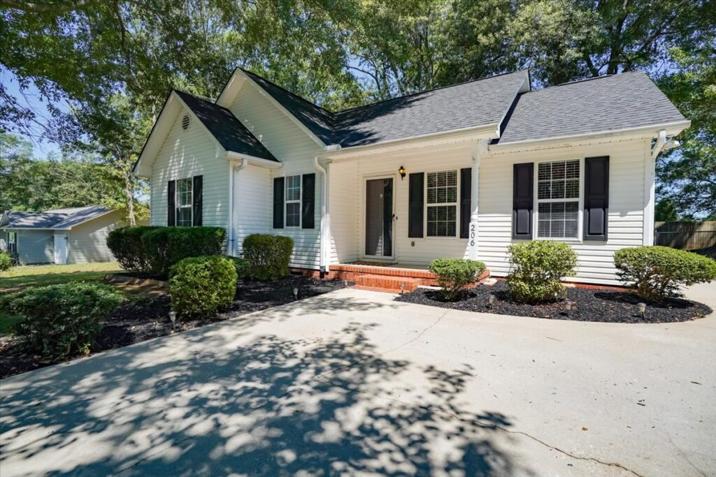 Just Listed! 206 Longview Drive