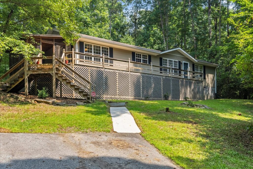 Just Listed! 202 Boat Ramp