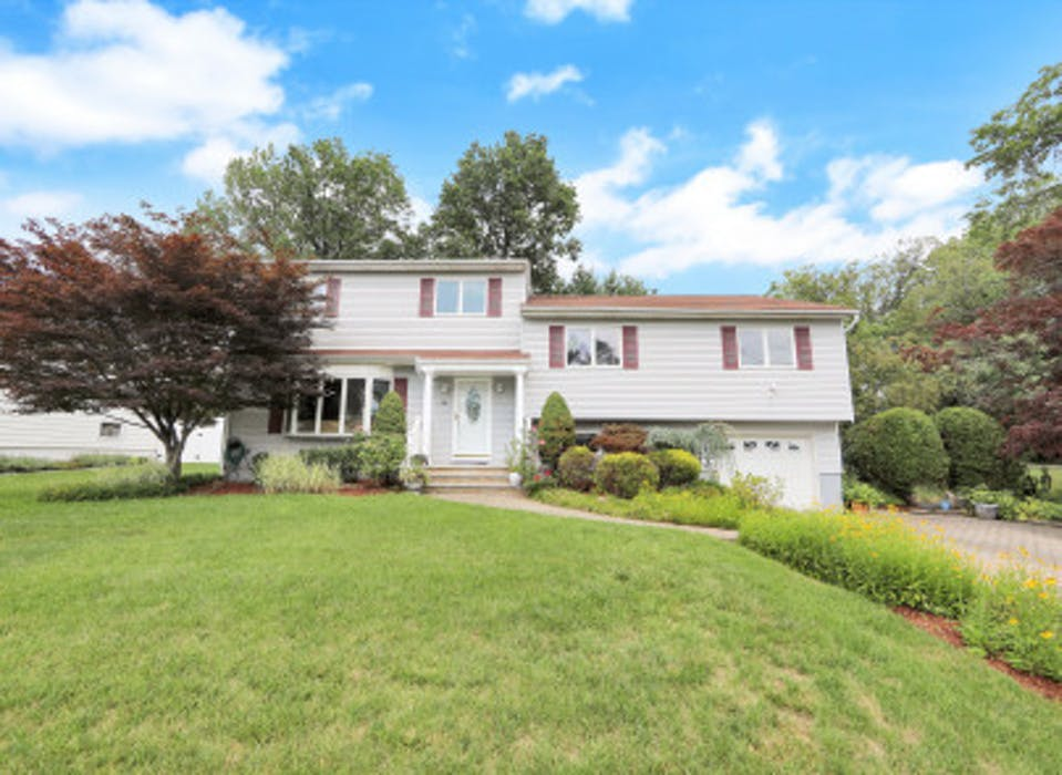 74 Rolling Hills Rd, Clifton