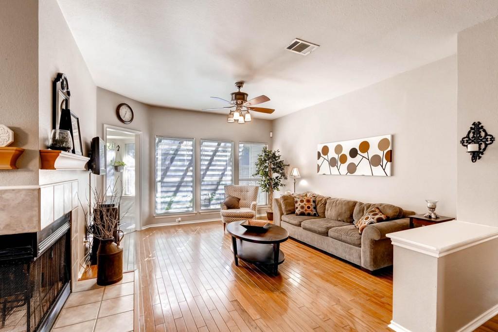 8511 Cahill Dr Austin TX 78729-large-005-2-Living Room-1500x1000-72dpi