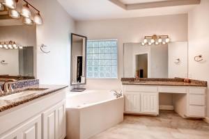 10202 Spicewood Parkway Austin-large-016-23-Master Bathroom-1500x1000-72dpi
