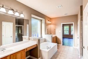 308 King Eider Lane Cedar Park-large-017-14-Master Bathroom-1500x1000-72dpi