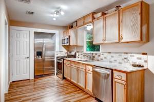 6806 La Salle Dr Austin TX-large-007-5-Kitchen-1500x1000-72dpi