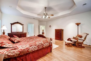 7703 Nez Perce Trce Manor TX-large-014-18-Master Bedroom-1500x1000-72dpi