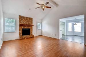 1020 York Castle Drive-large-003-8-Family Room-1500x1000-72dpi