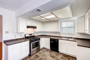 1020 York Castle Drive-large-004-2-Kitchen-1500x1000-72dpi