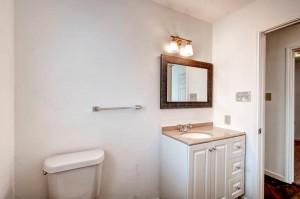 1020 York Castle Drive-large-010-9-Bathroom-1500x994-72dpi