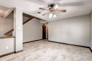 17513 Klamath Falls Drive-large-005-10-Living Room-1491x1000-72dpi