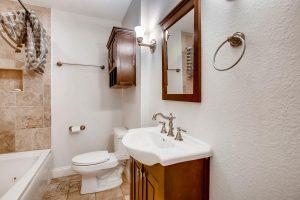 1005-alegria-austin-austin-tx-large-024-22-bathroom-1500x1000-72dpi