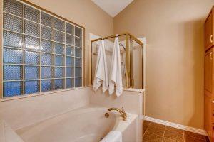 3017-plantation-drive-round-large-020-21-master-bathroom-1500x1000-72dpi