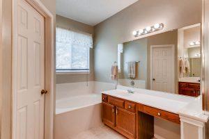 17001-cranston-drive-round-large-019-13-master-bathroom-1500x1000-72dpi
