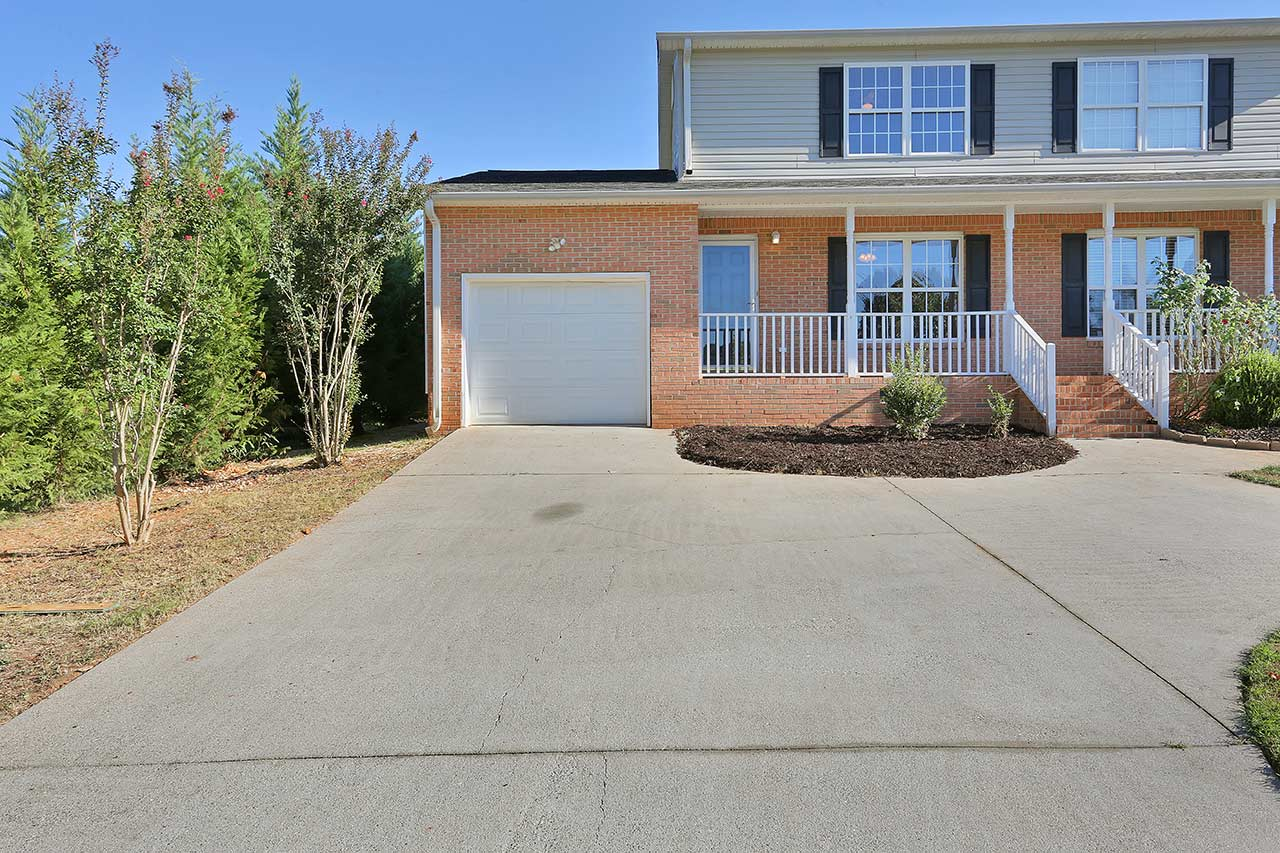 Home For Sale  River Oaks Circle Piedmont Sc