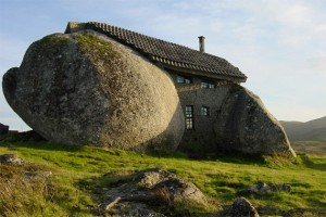 ugly-houses-boulder_3eaa770dd6318ceb8acd99284c8ef366_3x2_jpg_570x380_q85