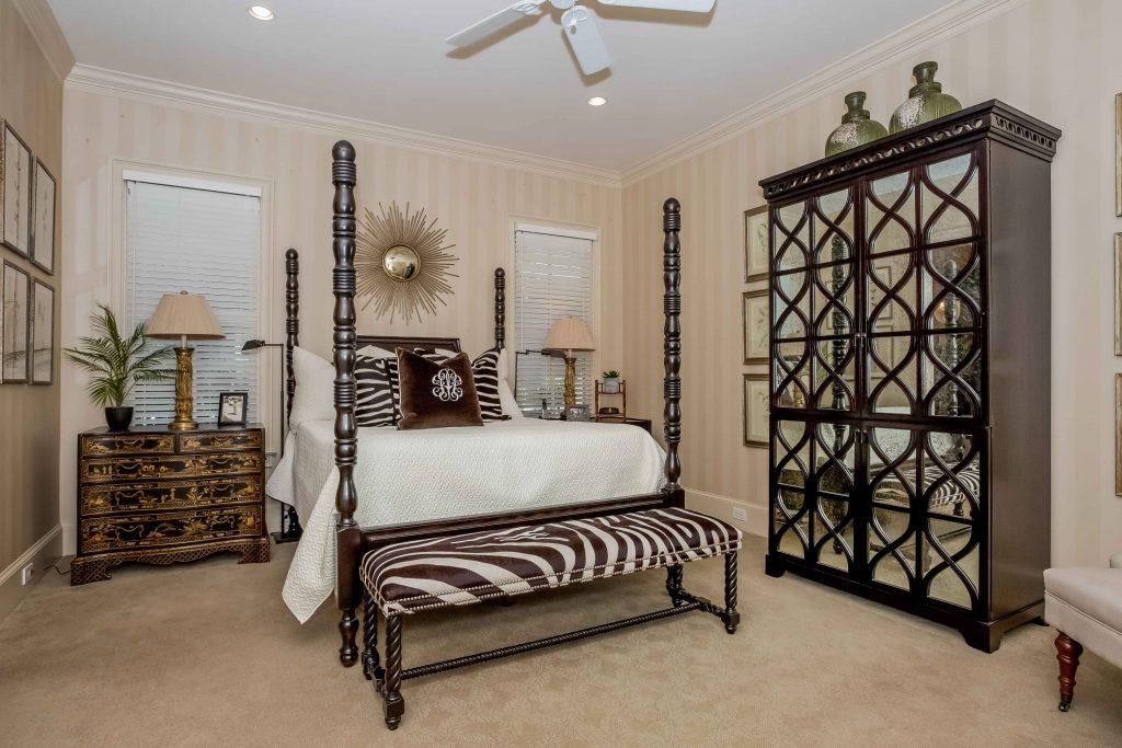 019-master_bedroom-1980231-large