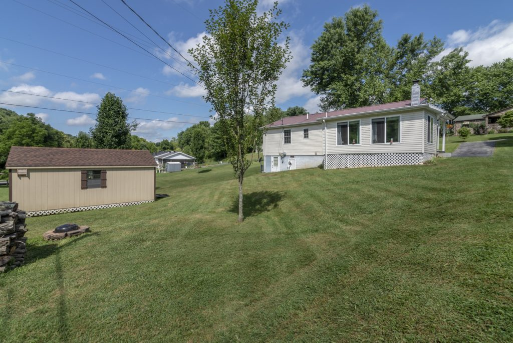 18160 Ridgeview Dr, Abingdon, VA for Sale with Highlands Realty, Inc