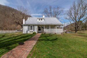 Matson Drive Marion, VA Farmhouse