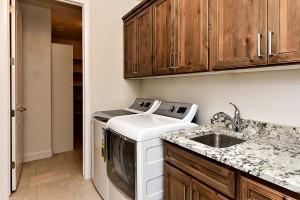 Laundry Room_6853-1-2F