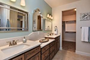 Master bathroom_6876-2F
