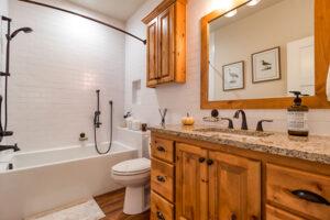 Hallway bathroom at 136 Zephyr Drive in Silver Lake Village