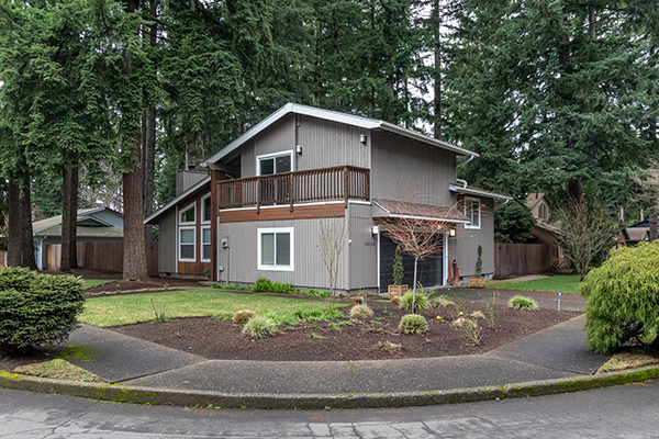 Exterior image of 14214 NE Airport Dr., Vancouver, WA 98684. House on treed corner lot