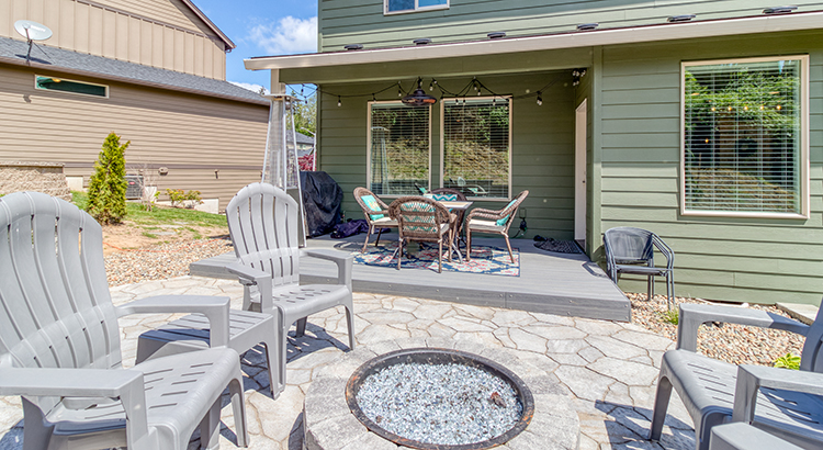 1303 NW 114th St, Vancouver, WA 98685 backyard patio and firepit