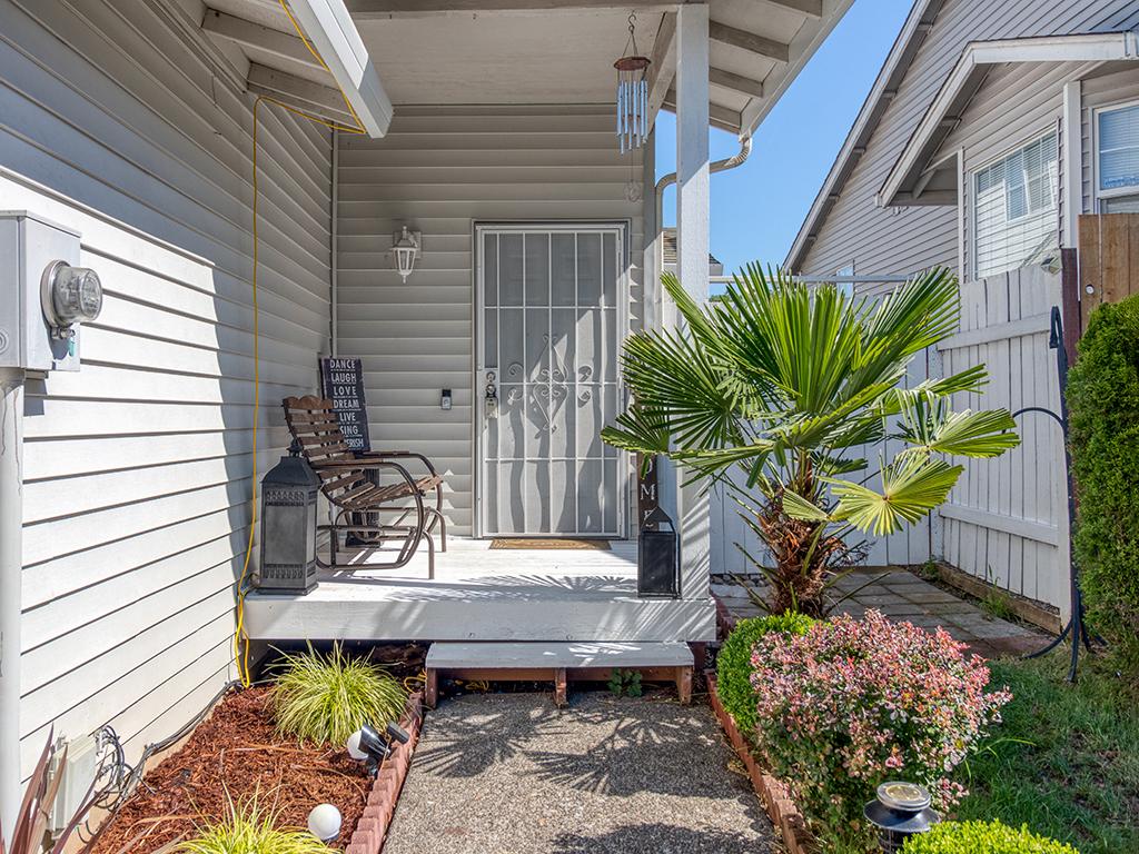 Front porch - 1116 W 35th Way, Vancouver, WA 98660