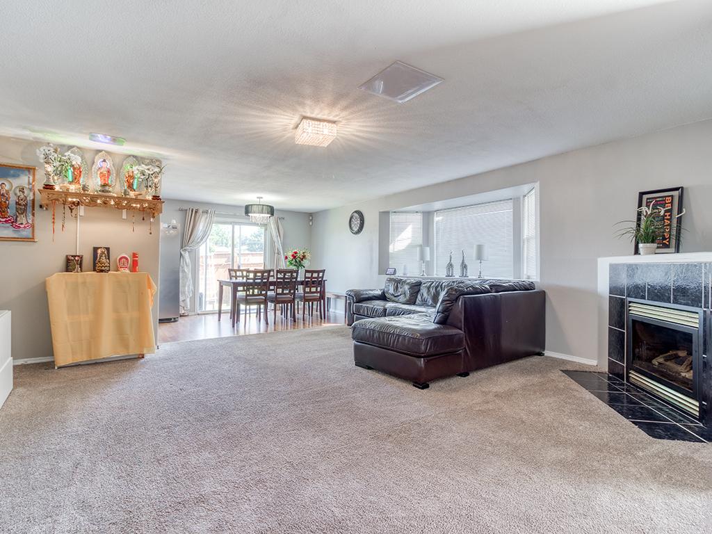 Living room & dining room - 1116 W 35th Way, Vancouver, WA 98660