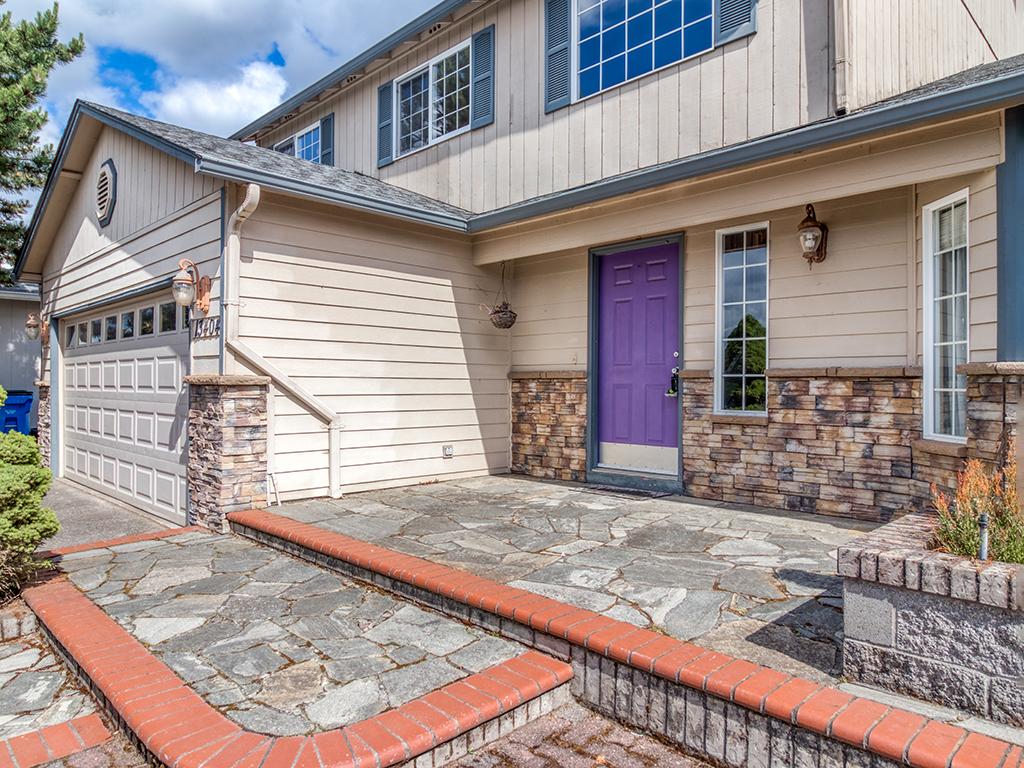 Extensive brick & stone paver front patio - 13404 NE 93rd Cir, Vancouver, WA 98682