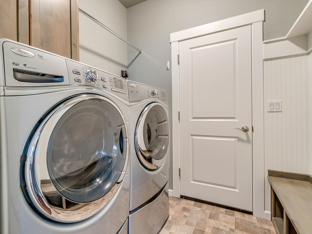 Laundry room - 153 Zephyr Dr, Silver Lake, WA 98645